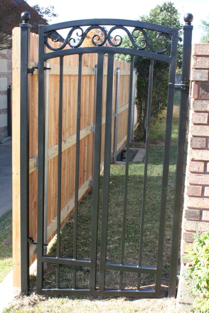 Custom Gates Dallas Arlington Fort Worth Hardy Fence